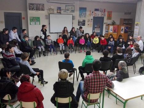 El alcalde da respuesta a las propuestas del alumnado de Aretxabaleta para mejorar la situación del municipio