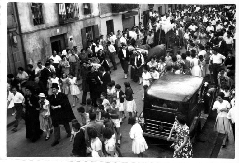 El Ayuntamiento de Aretxabaleta invita a los vecinos a organizar la boda a la antigua usanza
