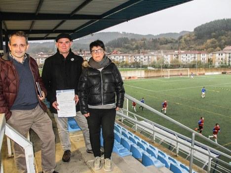El ayuntamiento de Aretxabaleta y UDA kirol elkartea han firmado un convenio de colaboración