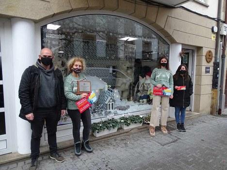 El comercio Belarmeta hace doblete en el concurso de escaparates navideños