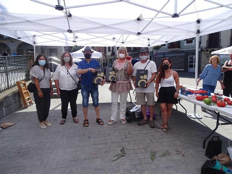 El eskoriatzarra Josu Azkarate y Kurtzebarri eskola se alzan con los premios de la feria dedicada al tomate