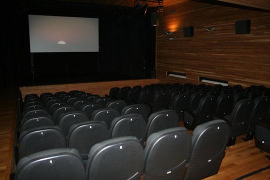 Los espectadores respaldan el cambio a las 19:30 horas de la sesión de cine de los sábados
