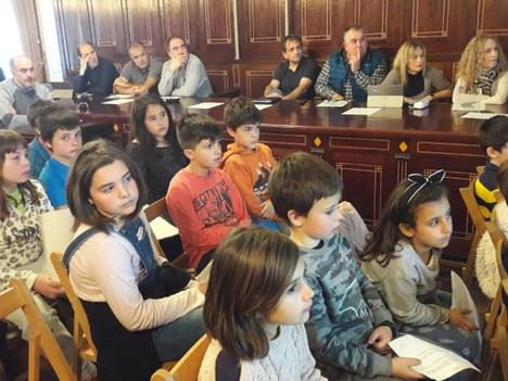 Los alumnos de Kurtzebarri  eskola presentaron en el pleno su trabajo anual de Agenda 21