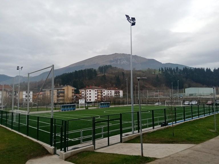 Futbol 7ko zelaiaren erabilera arautu du Udalak