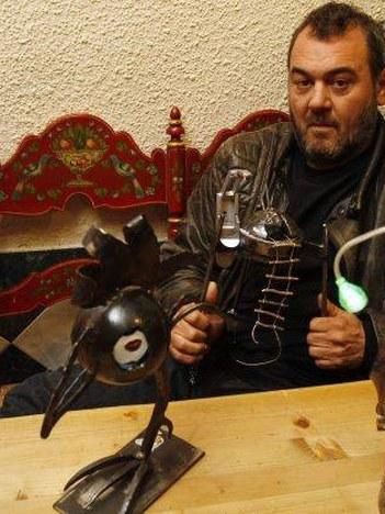 """José Azul: """"Ugaritzen diren animaliak -burdina forjatuzko animaliak"""""""